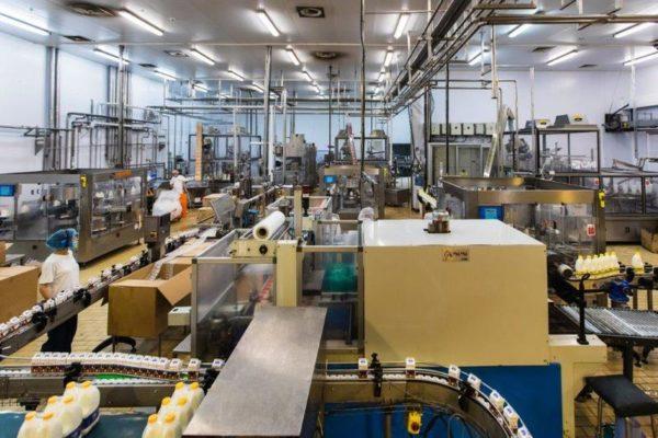 Ώρα παραγωγής στο σύγχρονο εργοστάσιο της Χαραλαμπίδης Κρίστης.